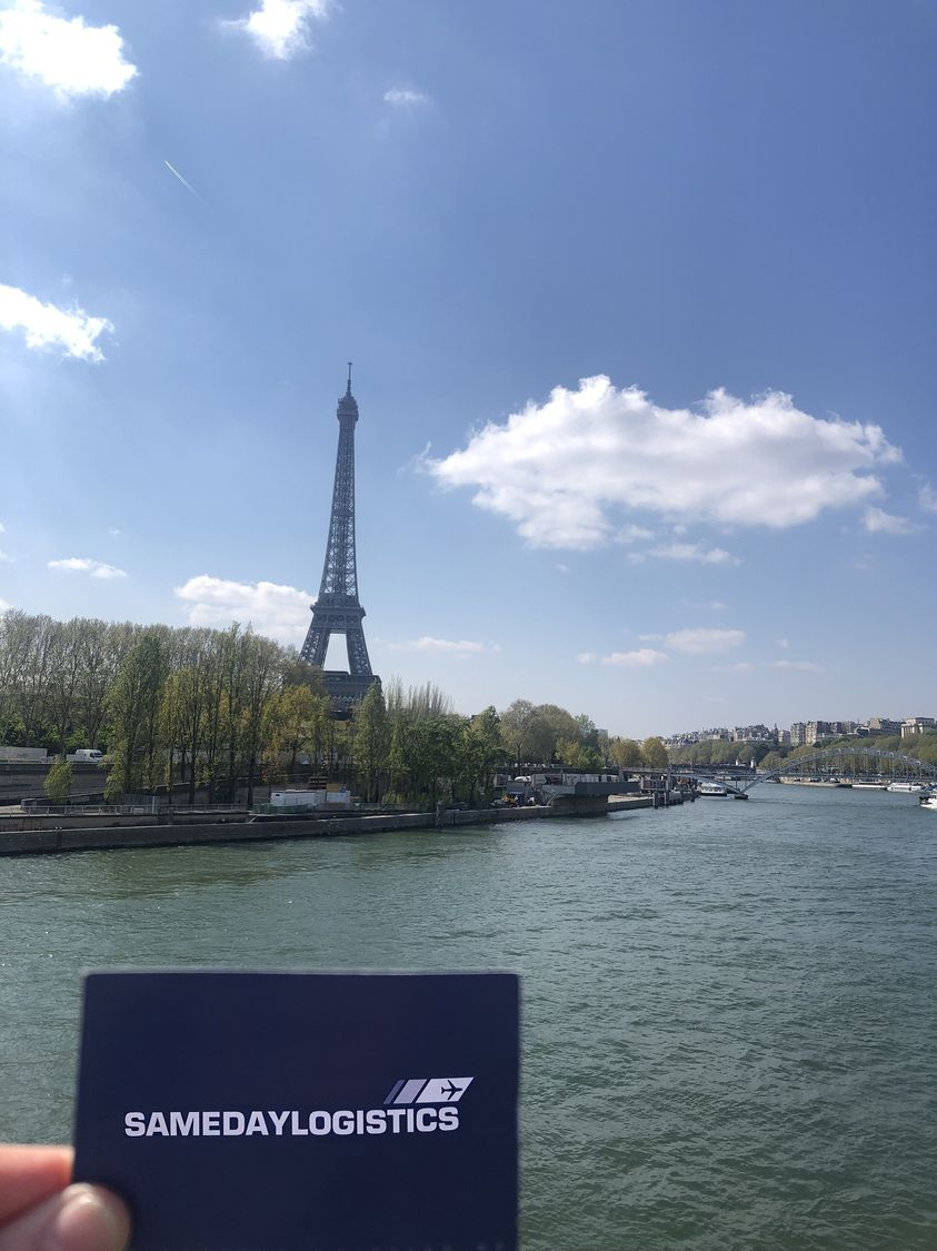 Samedaylogistic in Paris am Eifelturm